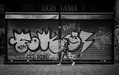 graffiti (Erwin Vindl) Tags: graffiti streetphotography streettogs candid blackandwhite monochrome napoli erwinvindl olympusomd em10markii