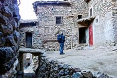Callejeando Tizi Oussem (KRAMEN) Tags: bereber marruecos morocco maroc tizioussem atlas decayed town pueblo