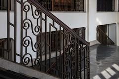 Handwerkskammer Hamburg (Elbmaedchen) Tags: staircase stairwell treppenhaus handwerkskammer hamburg stufen steps escaliers escalier schnörkel etage