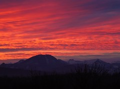 P1140082 Salzburg: Gaisberg bei Sonnenaufgang (Traud) Tags: austria österreich salzburg gaisberg sonnenaufgang sunrise morgenrot himmel sky wolken clouds rot red