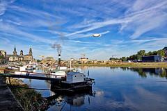 Dresden - Luftschiff über der Elbe (www.nbfotos.de) Tags: dresden luftschiff zeppelin elbe schaufelraddampfer dampfer augustusbrücke brücke bridge semperoper hofkirche sachsen