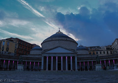 Piazza del Plebiscito, Napoli, Italy (TMStorari) Tags: napoli naples italia italy neapel campania piazza plebiscito piazzadelplebiscito sky clouds sunset tramonto cielo himmel sun magic evening lights suditalia beautiful visit view piazze square travel city cities città cittàitaliane bellaitalia viaggiare