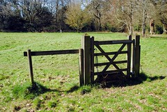 Kenley Common gate (zawtowers) Tags: london loop section 5 five hamseygreentocoulsdonsouth walk amble stroll walking exploring outer suburbs green spaces sunday 24th march 2019 warm dry sunny afternoon blue skies sunshine kenley common gate stationary no fence stile pointer
