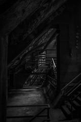 Dunkel (bc-schulte) Tags: xt20 fujifilm fujinon 1650mm blackwhite schwarz weiss rohre treppe geländer