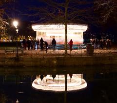 Le manège enchanté ! (juliusjoa) Tags: ville city light lumiere nuit night photography photographie photo reflet annecy réflection lightphotography manege nightphotography longueexposition longexpo