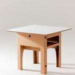 強化ダンボール製組み立てテーブルの写真