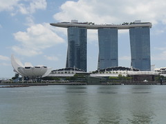 SingaporeRiverColonialDistrict028 (tjabeljan) Tags: singapore asia colonialdistrict singaporeriver colemanbridge oldparliament fullertonhotel themelrion raffles victoriatheatre clarkquay marinabay