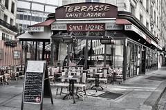 Brasserie Saint Lazare (Rabadán Fotho) Tags: fotografia foto canon blancoynegro bn bw street paris colorselectivo cotout brasserie cafe