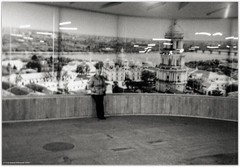 In the Kyiv subway | У київському метро (Ігор Кириловський) Tags: kyiv subway кириловскийигорь кириловськийігор 35mm 135 bw kirilovskiigor kyrylovskyy chernivtsi tschernowitz ukraine viewfinder agfaoptima1035sensor agfa solitars40mmf28 film fomapan200creative rodenstock yellowmedium8 fotofond