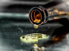 Semana 13(52) Fuera. Proyecto 12 Temas / 52 Imagenes (verne_rdm) Tags: cerveza gota espuma botella birra biere beer bottle