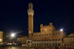 [Stop 36] Palio (ponzoñosa) Tags: siena campo fiori palio toscana night nocturna longexposure italy italia marenostrum pizza piazza square council