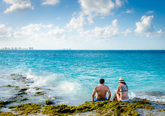 Afternoon in Heaven (Neil Cornwall) Tags: 2018 cancun caribbean mexico february gulfofmexico sea water sky clouds waves