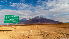 Welcome to Bolivia... (Andre Yabiku) Tags: bolivia southamerica potosi chile atacama andreyabiku yabiku mountain desert