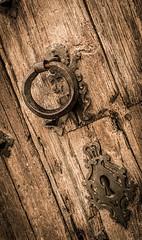 Detalle vieja puerta. (Ricardo Pallejá) Tags: old holandes house viejo virado viajes travel textura wood madera antiguo rural abandono abandoned decay d3200 nikon porrera priorat tarragona catalonia