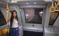 MRT trains in Singapore are fully automated without driver! (B℮n) Tags: singapore thomas raffles island trading port tourism holiday travel mrt train subway marina bay temples museum waterfront garden green city fullyautomated driverless nodriver girl woman vacation massrapidtransit market 50faves topf50 100faves topf100