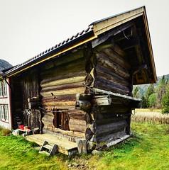 Birkeland stabbur 191018-2 (Geir Daasvatn) Tags: oncewashome oldbuilding setesdal oldfarm birkeland kulturminne stabbur
