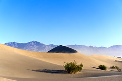 Mesquite Sand Dunes (Roland Koenecke) Tags: mesquite dunes death valley sanddunes sand mountains national park
