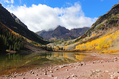 Maroon Bells - Colorado (russ david) Tags: maroon bells elk mountains mountain landscape peak pitkin gunnison county creek fall autumn october 2018 co colorado aspen tree leaves leaf trees lake