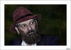 La mirada perdida (V- strom) Tags: retrato portrait flamenco duquende texturas textures rojo red nikon nikond700 nikon2470 nikon70300 mirada looking blanco azul bar barba cantaor singer músico música music musician vstrom sombrero hat