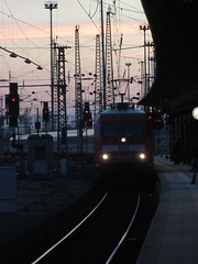 In die Nacht mit dem InterCity (_TheBigF) Tags: 2018 verkehr frankfurt eisenbahn zug bahnhof intercity br101