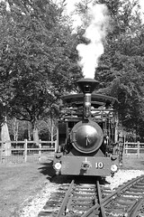 BWLR 88036bw (kgvuk) Tags: bwlr bredgarandwormshilllightrailway kent railway narrowgauge train steamtrain locomotive steamlocomotive steamengine zambezi 042t swantoncrossing