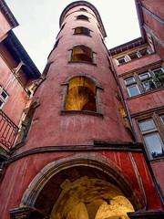 Lyon - La Tour Rose. (Gilles Daligand) Tags: lyon rhône latourrose quartier vieuxlyon architecture renaissance