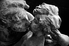 un bacio è troppo poco (bostankorkulugu) Tags: cimiteromonumentale architecture monumentalcemetery cemetery milan milano italy italia lombardy lombardia grave graveyard statue mother baby parenthood love kiss