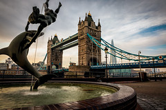 Dolphin Water Fountain (Modymark) Tags: water fountain london tower bridge thames river sky clouds travel cityscape photography