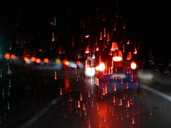 pioggia di luci (fotomie2009) Tags: road sera astratto abstract rain night notte nocturne notturna driving fila automobili cars lights red