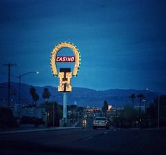 Old Binion's H (podolux) Tags: 2019 sony sonya7 a7 sonyilce7 lasvegas nevada nv roads roadtrip night nighttime sign h horseshoe bulbsign vintagesign
