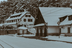 Estacion Puerto de Navacerrada (pinusylvestris) Tags: naturaleza snow nieve spring d7500 nikon sigma 1770 contemporary tren train estacion station arias vias reloj antiguo old