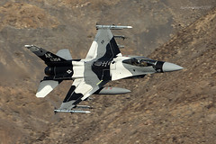 Aggressor Arctic Flanker (Ross Forsyth - tigerfastimagery) Tags: f16c generaldynamics fightingfalcon aggressors 18th agrs 18thagrs bluefoxes ak arcticflanker blizzardsplinter bdusplinter arctic usaf lowflying training california usa military