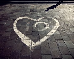 20110728 Ten love ([Ananabanana]) Tags: nikon d40 1020mm 1020 sigma sigma1020mm sigma1020mmf456exdchsmnikonfitlens sigma1020mmf456exdchsm sigma1020mmf456 gimp photoscape nikonistas nikonista lviv lvov львів lemberg lemburg ukraine ukrainian чернівці україна graffiti streetart art graphicdesign logo love heart sunlight light shadow sun naturalblackwhite naturalmonochrome