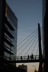 2017 Septembre - Paris.070 (hubert_lan562) Tags: paris défense citée capitale architecture france 75 ciel ligne géométrie silhouette homme femme pont puteaux