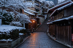 産寧坂9・Sanenzaka (anglo10) Tags: japan 京都府 kyoto 清水 snow 産寧坂 雪 東山 建築物 architecture