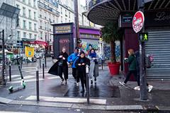 Les Amazones de le Rue Lepic (Paolo Pizzimenti) Tags: mariage instant cinéma trocadero photographe lepic pigalle amazones paolo paris olympus zuiko 45mm 17mm f18 film pellicule argentique doisneau