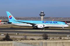 Korean Air  Boeing 787-9 Dreamliner HL7208 (widebodies) Tags: madrid mad lemd widebody widebodies plane aircraft flughafen airport flugzeug flugzeugbilder korean air boeing 7879 dreamliner hl7208