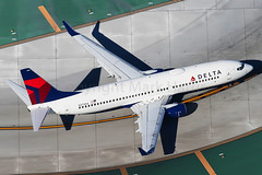 Delta Air Lines Boeing 737-832/ER N375DA (Mark Harris photography) Tags: spotting lax la canon 5d aviation delta dl dal