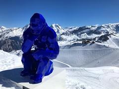 The Big Blue Gorilla (Marc Sayce) Tags: king kong saulire sculpture spring march 2019 mountains snow snowboarding skiing ski resort three valleys trois vallées savoy savoie courchevel