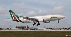 Airbus A330-200 (EI-DIP) Alitalia (Mountvic Holsteins) Tags: airbus a330200 eidip alitalia mia miami international airport