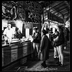 Shinjuku scene (Paco CT) Tags: comida gente mercado nightshot nocturna people food market shinjuku tokyo japan jp street streetphotography bw blackandwhite candidshot candid candidphotography pacoct 2018