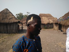 El joven de la aldea que nos introdujo allí. Aldea Holi. Benín (escandio) Tags: 2018 benin benin2018 holi aldea tribu benín