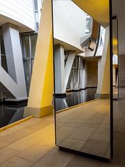 Paris 2019: Double reflection (mdiepraam) Tags: paris 2019 fondationlouisvuitton architecture building grotto pond reflection mirror