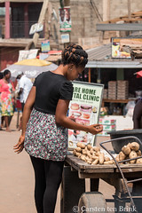 The choice (10b travelling / Carsten ten Brink) Tags: 10btravelling 2017 accra africa african afrika afrique carstentenbrink ghana ghanaian goldcoast iptcbasic kumasi places westafrica cassava manioc sweetpotato tenbrink yam