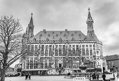 Aachen - Rathaus (j2psphoto) Tags: rathaus aachen aixlachapelle aachener allemagne deutschland germany canon 5d mark iv markiv 2470 black white noir blanc nb bw