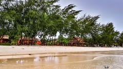 180802-07 La vie sur l'île (2018 Trip) (clamato39) Tags: samsung kohrong island île cambodge cambodia asia asie voyage trip plage beach ciel sky palmiers palms