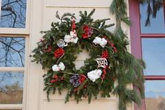 2018 Wreaths (Tobyotter) Tags: 2018 colonialwilliamsburg christmas wreath virginia