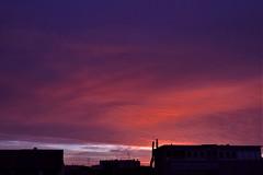 Lever de soleil à Malakoff - 13 (hervétherry) Tags: france iledefrance hautsdeseine malakoff canon eos 7d efs 1022 leverdesoleil lever soleil sunrise nuage cloud toit roof ville city town
