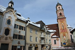Seefeld 114 (mart.panzer) Tags: seefeld mittenwald village bayern bawaria germany deutschland d paintedhouses lueftlmalerei artisticfacadepainting bawarian frescoes baroquetower