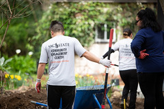 Alternative_Break_20190319_0185 (Sacramento State) Tags: sacramentostate sacstate californiastateuniversitysacramento universitycommunications hornets jessicavernone alternative break spring volunteer community engagement center solar house living building